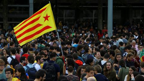 Catalonia refuses to renounce symbolic declaration of independence