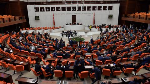 Turkish parliament approves extension to state of emergency