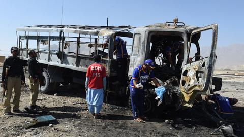 Truck explosion kills at least seven in Pakistan