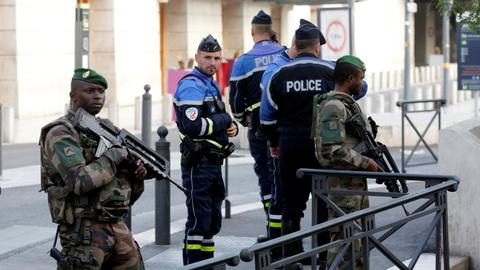France adopts controversial anti-terror law