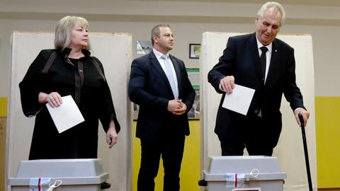 Czechs vote for new parliament