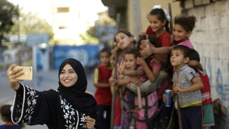 Gaza Instagrammers offer a peep into blockaded enclave