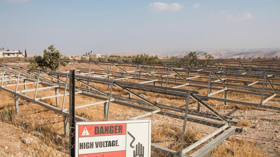 Energy non-profit Comet-ME installed solar panels, funded by the Dutch government in Jubbet adh Dhib in 2016, giving residents their own source of energy since 1929. Israeli forces confiscated 96 panels and equipment in August; 86 were returned in October.