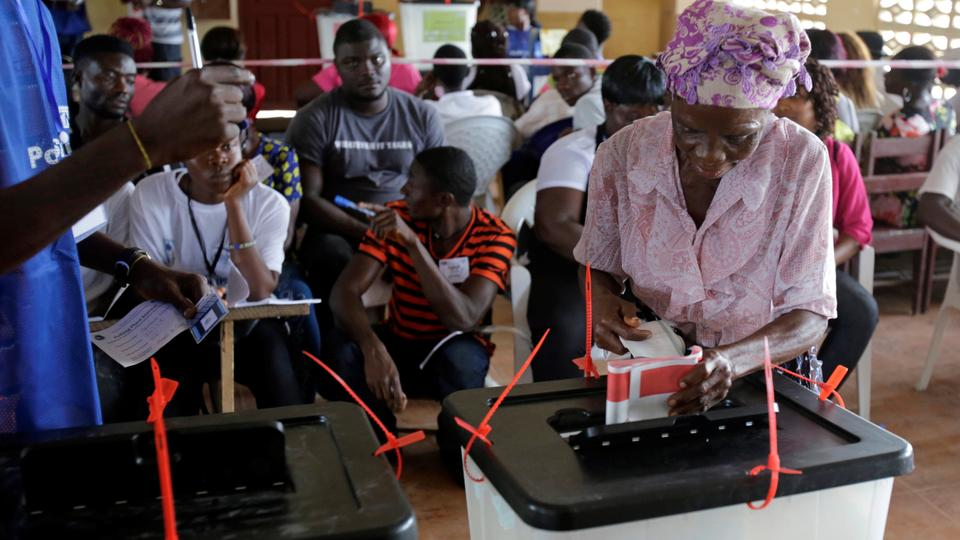 A woman casts her ballot during presidential elections at a polling station in Monrovia, Liberia. October 10, 2017.