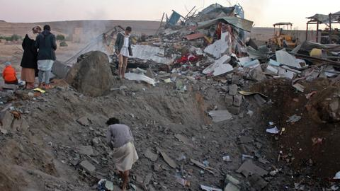 Saudi-led coalition air strike kills at least 29 in Yemen