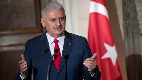 Turkey's PM visits the US after visa ban is partially lifted