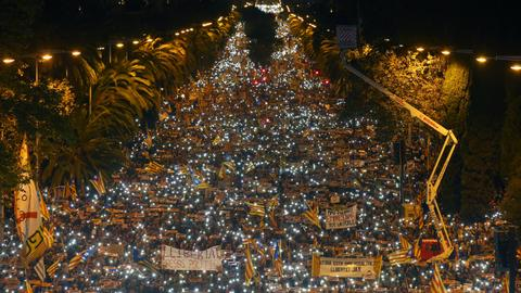 Protesters flood Barcelona demanding release of separatist leaders