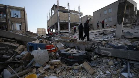 Iran-Iraq earthquake kills over 340