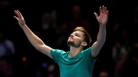 Goffin stuns Federer to set up London final against Dimitrov