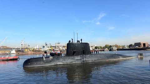 Distress calls bring hope to Argentina's search for missing submarine