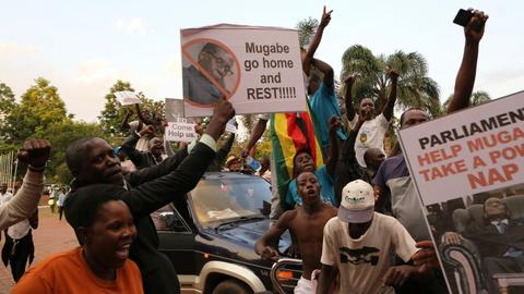 Reactions pour in to Mugabe's resignation in Zimbabwe