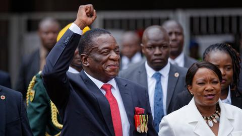 Emmerson Mnangagwa sworn in as Zimbabwe's president