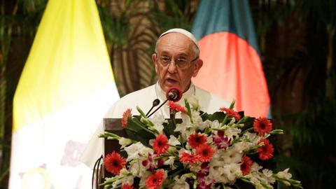 Pope speaks in Bangladesh, omits using the term 'Rohingya Muslims'