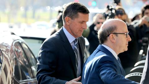 Ex-Trump aide Flynn pleads guilty to lying about Russia links