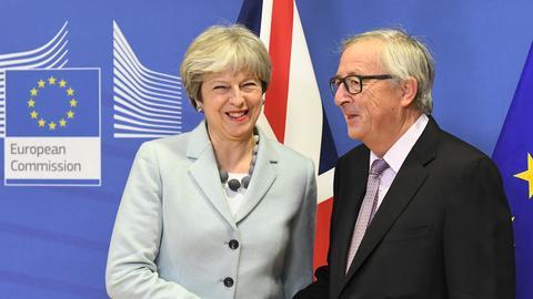 Britain and EU clinch deal to move Brexit talks forward