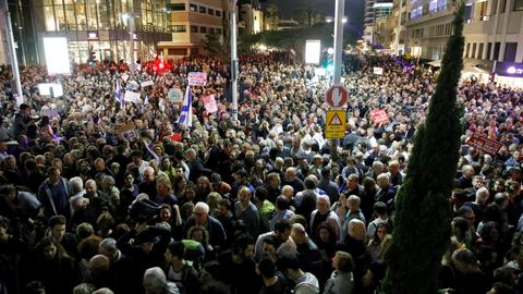 Thousands of Israelis protest in Tel Aviv against PM Netanyahu