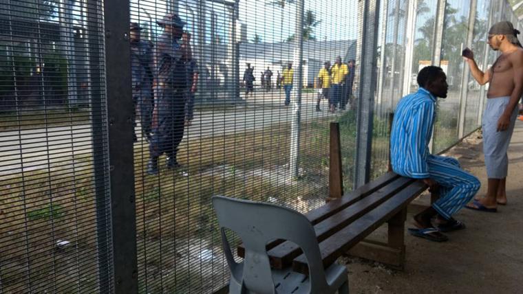 PNG police enter Manus Island camp, order refugees to leave