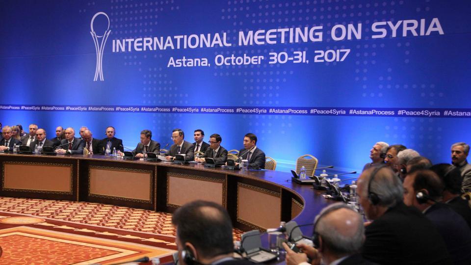 I membri delle delegazioni che hanno partecipato ai colloqui sulla Siria ad Astana, in Kazakistan, 31 ottobre 2017. Credits to: Reuters.