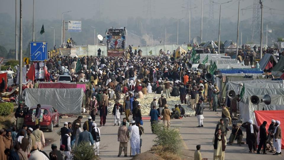 Mufti Muneeb urges Faizabad protesters to remain calm