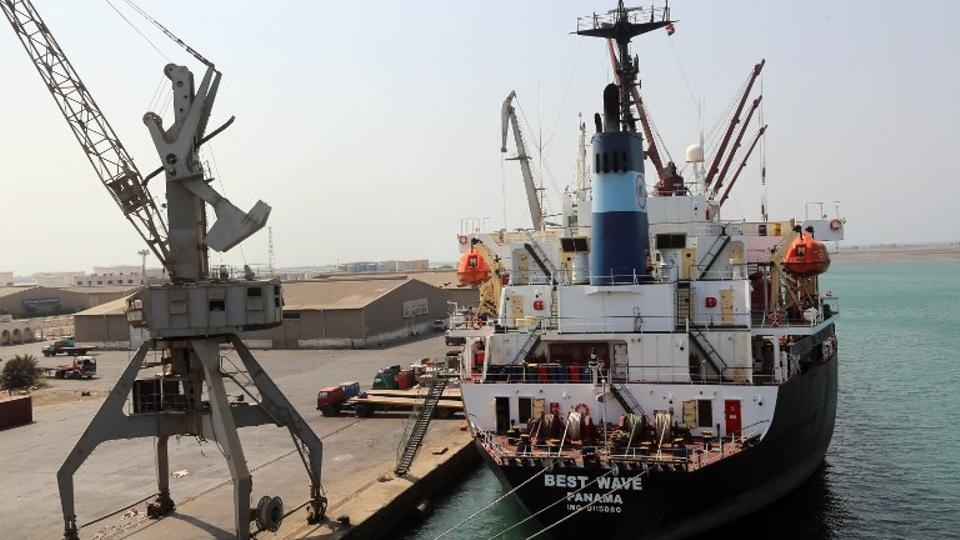 Yemen port and airport 'opened for vital aid delivery' class=